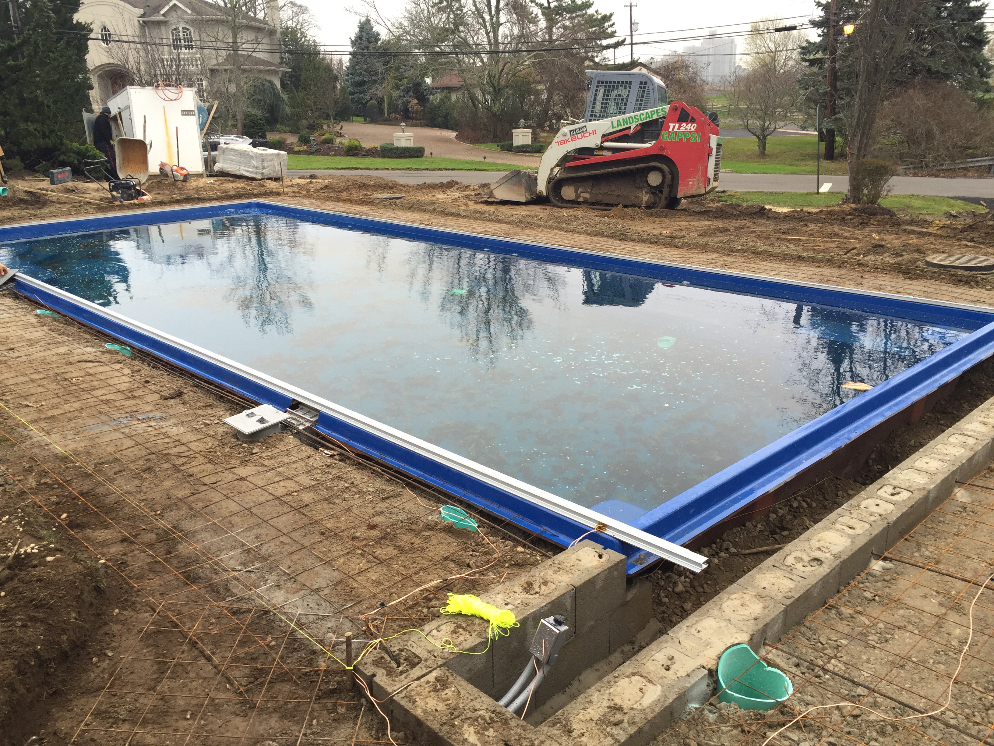 Fiberglass pool installed in lawerence ny gappsi for Fiberglass pool installation